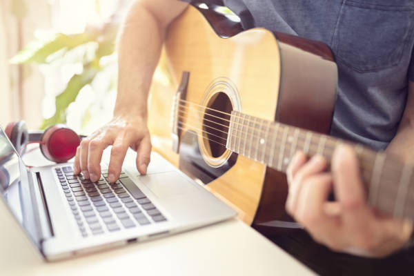Are online guitar courses worth it?